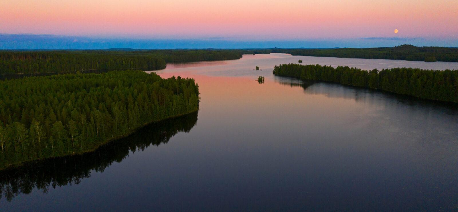 Loojang järve ääres